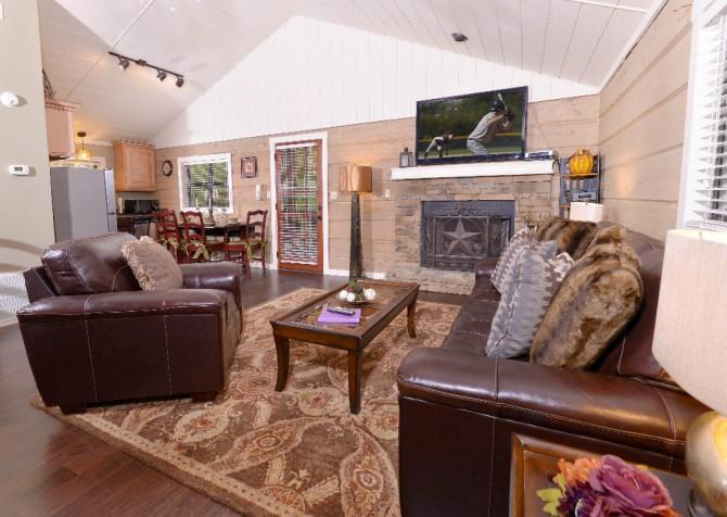 Gatlinburg - Seclusion - Living Room