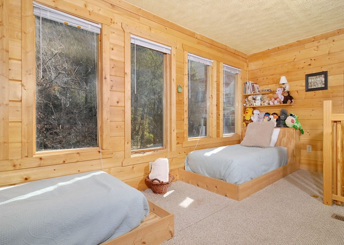 Gatlinburg Cabin - Simone's Cottage - Bedroom