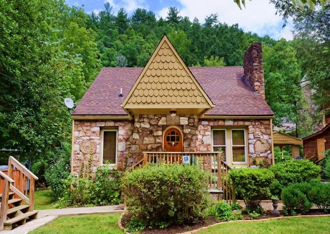 Gatlinburg Cabin - Simone's Cottage - Cabin Exterior