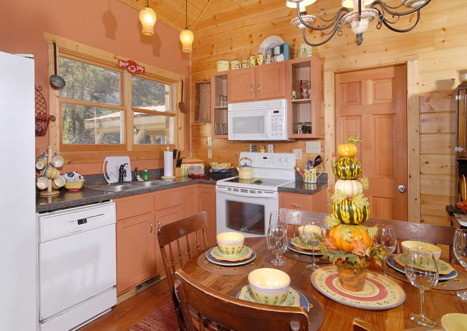 Gatlinburg Cabin - Simone's Cottage - Kitchen