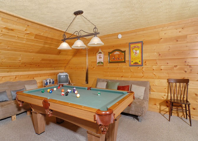 Gatlinburg Cabin - Simone's Cottage - Pool Table