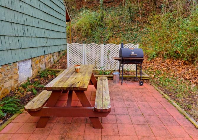 Gatlinburg Cabin - Skinny Dipping - Outdoor Grill Table
