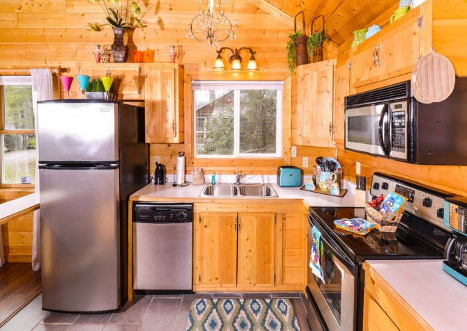Gatlinburg Cabin - Skinny Dipping - Kitchen