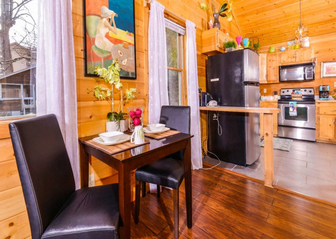 Gatlinburg Cabin - Skinny Dipping - Kitchen Table