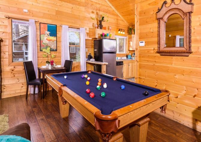 Gatlinburg Cabin - Skinny Dipping - Pool Table