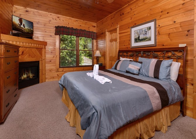 Gatlinburg Smoky Mountain Escape Bedroom