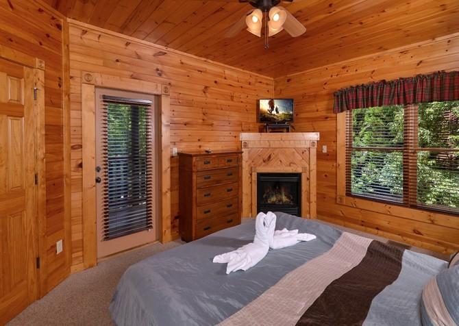 Gatlinburg Smoky Mountain Escape Bedroom