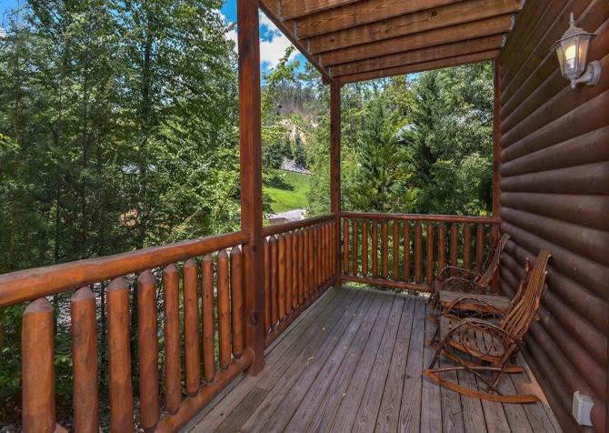 Gatlinburg Smoky Mountain Escape Covered Deck