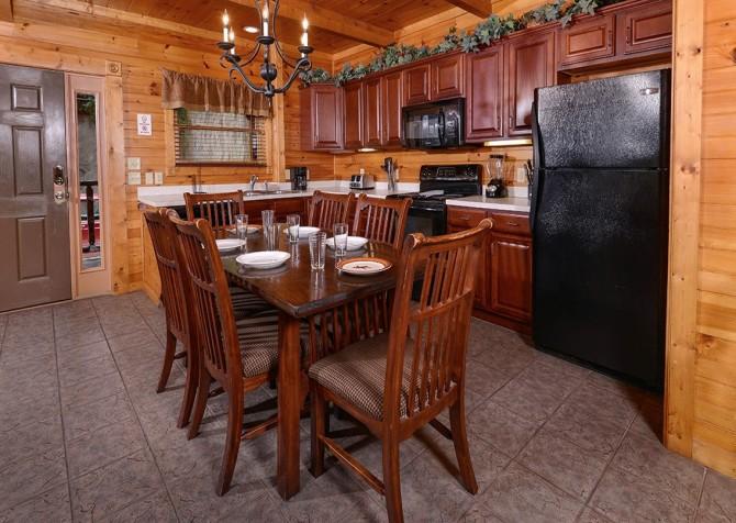 Gatlinburg Smoky Mountain Escape Dining Room