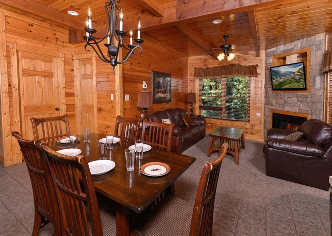 Gatlinburg Smoky Mountain Escape Dining Room