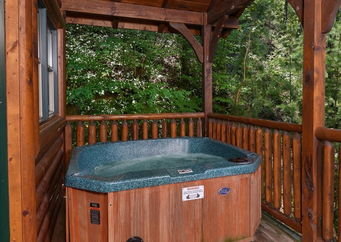 Gatlinburg Smoky Mountain Escape Hot Tub