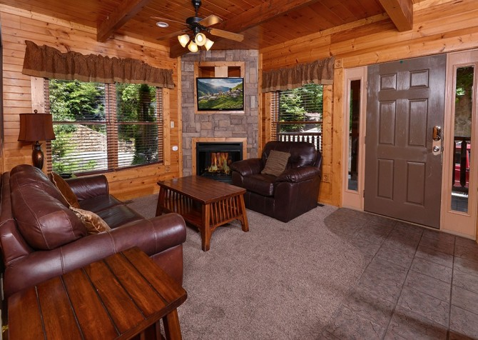Gatlinburg Smoky Mountain Escape Living Room
