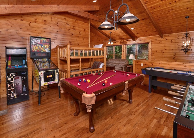 Gatlinburg Smoky Mountain Escape Recreation Room