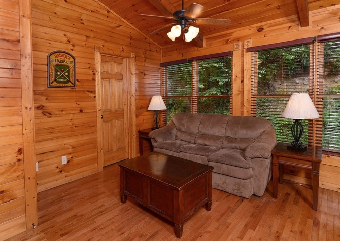Gatlinburg Smoky Mountain Escape Sitting Area
