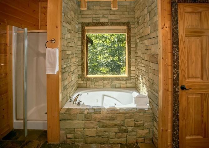 Gatlinburg Splashin Treehouse Bathroom