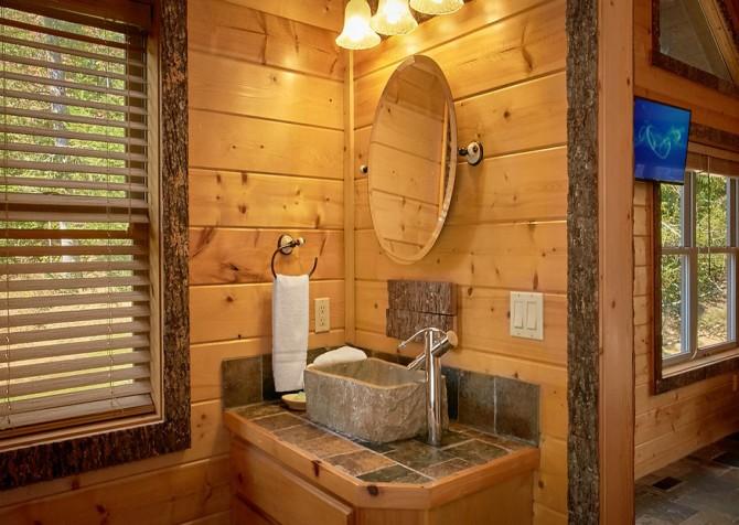 Gatlinburg Splashin Treehouse Bathrooms