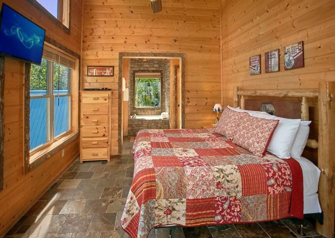 Gatlinburg Splashin Treehouse Bedroom
