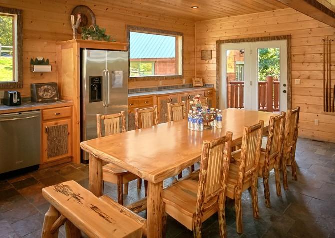 Gatlinburg Splashin Treehouse Dining Room