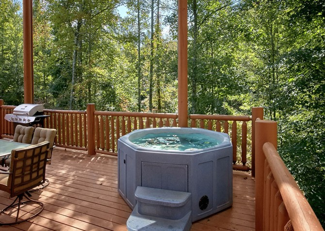 Gatlinburg Splashin Treehouse Hot Tub