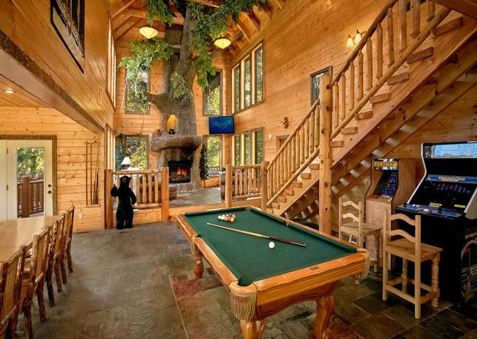 Gatlinburg Splashin Treehouse Recreation Room
