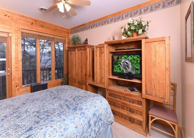 Gatlinburg Squirrel's Nest Bedroom