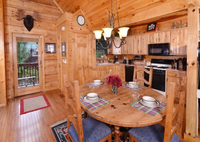 Gatlinburg Squirrel's Nest Dining Room