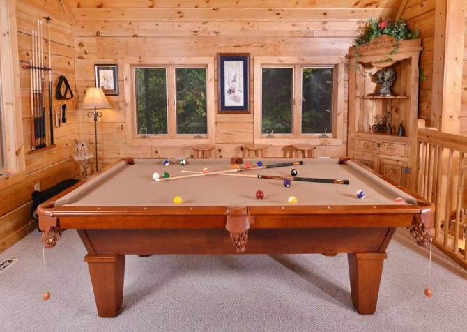 Gatlinburg Squirrel's Nest Recreation Room