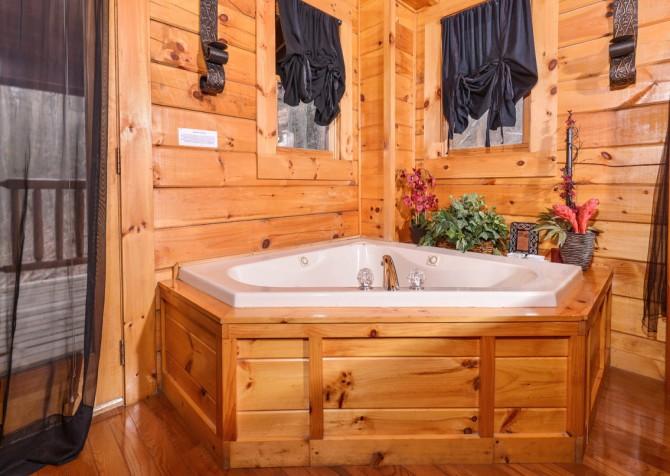 Gatlinburg Sweet Fantasy Indoor Jetted Tub