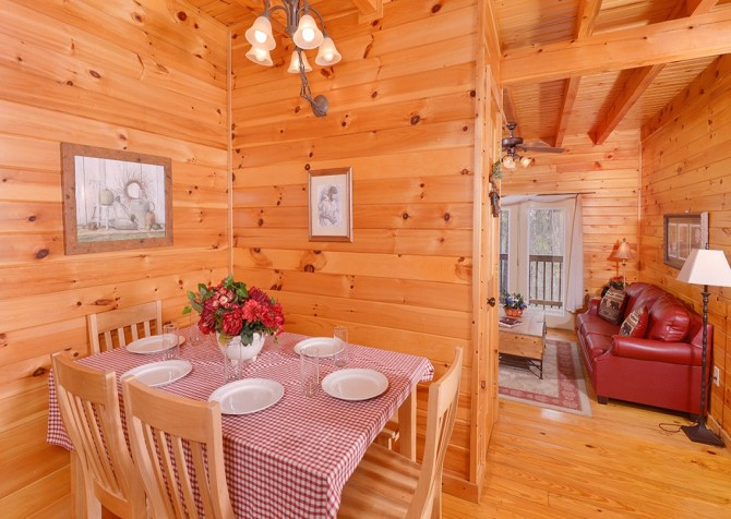 Gatlinburg Sweet Pickins Dining Room