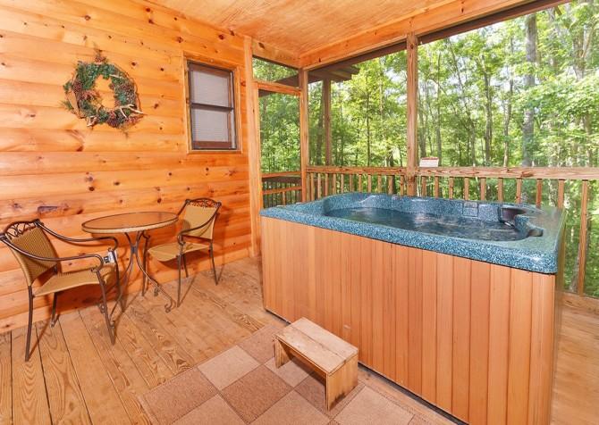 Gatlinburg Sweet Pickins Hot Tub