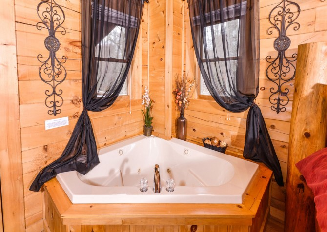 Gatlinburg Sweet Temptations Indoor Jetted Tub