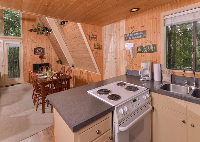 Pigeon Forge - The Raven's Nest - Kitchen