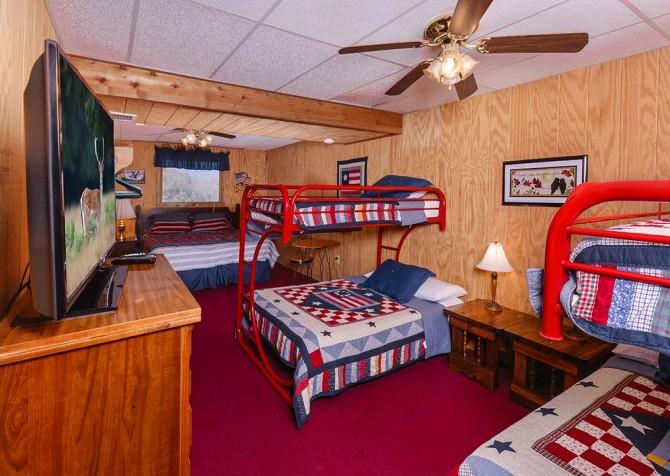 Gatlinburg The Smoky Mountain Lodge Bedroom