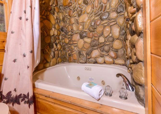 Gatlinburg Tree Tops Indoor Jetted Tub