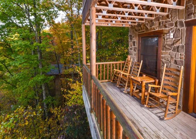 Gatlinburg Tree Tops Covered Deck