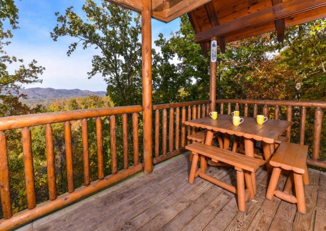 Gatlinburg Tree Tops Deck Dining