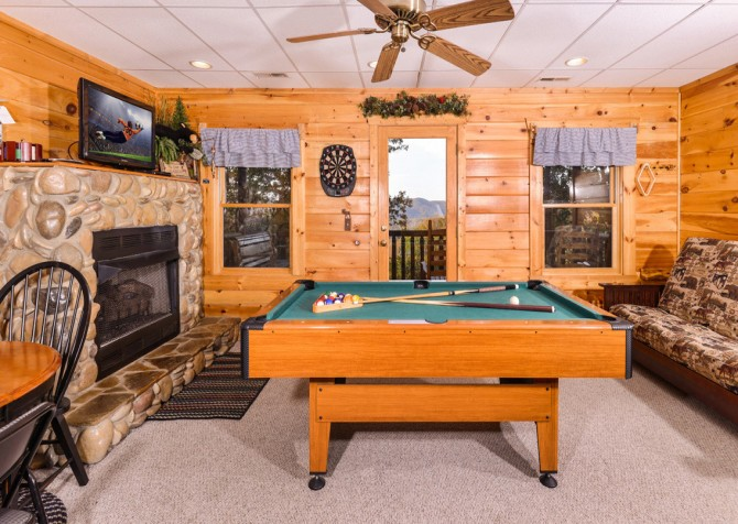 Gatlinburg Tree Tops Recreation Room