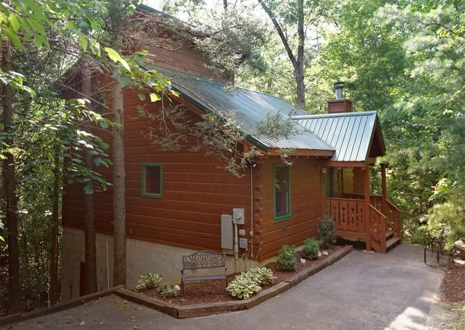 Gatlinburg - Turning Leaf - Exterior