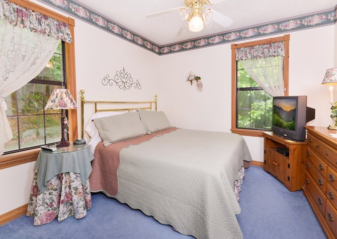Pigeon Forge - Mountain Paradise - bedroom