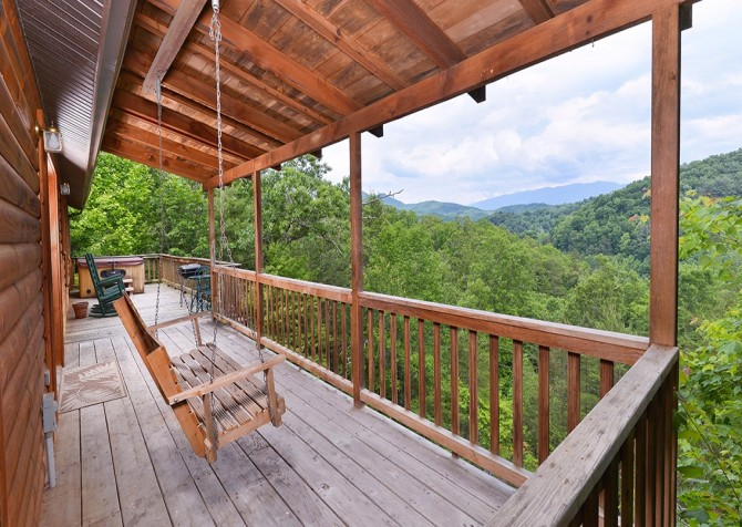 Pigeon- Forge - Mountain Magic- deck