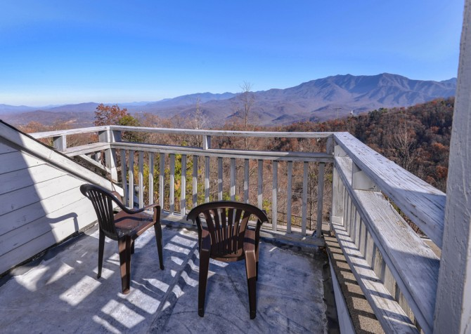 Gatlinburg - Sky High - Porch View