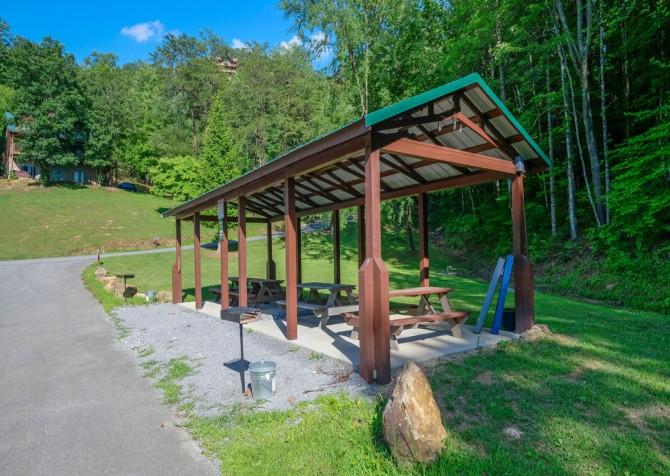 Pigeon Forge Cabin - Wild Bear Lodge – Hidden Springs Resort Gazebo