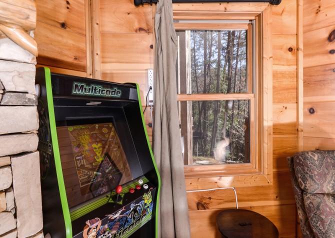 Pigeon Forge Cabin- It's Good N Da Woods Lodge – Arcade Game