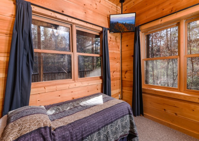 Pigeon Forge Cabin- It's Good N Da Woods Lodge – Bedroom