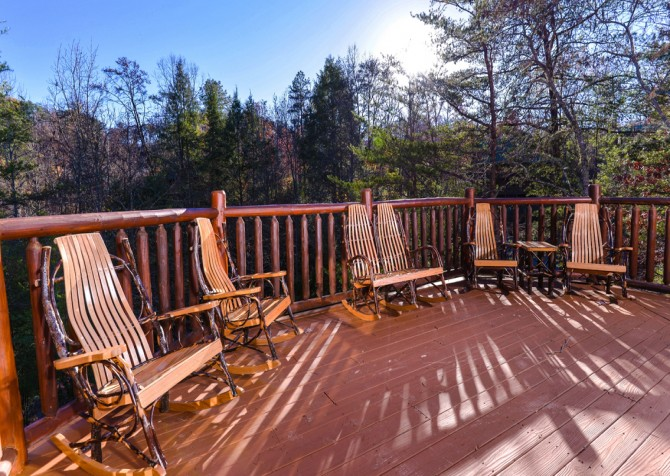 Pigeon Forge Cabin- It's Good N Da Woods Lodge – Deck Rocking Chairs