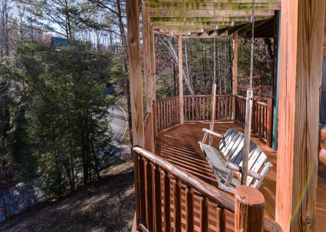 Pigeon Forge Cabin- It's Good N Da Woods Lodge – Deck Swing