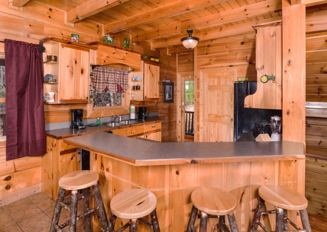 Pigeon Forge Cabin- It's Good N Da Woods Lodge – Kitchen