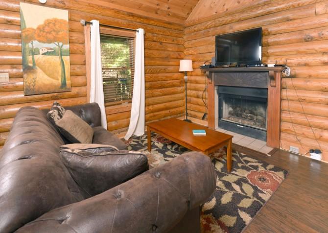 gatlinburg cabin - kandy kisses - living room