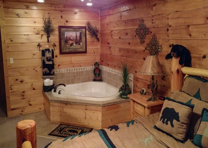 Pigeon Forge - Bear Crossing - Indoor Jetted Tub Two