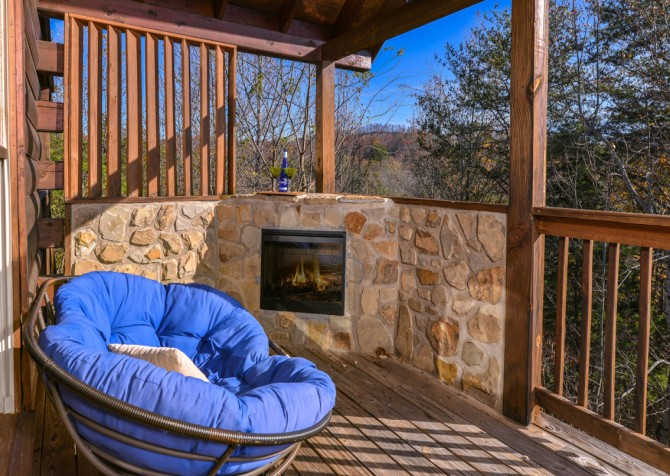 Pigeon Forge - Edge of Paradise - Outdoor Fireplace